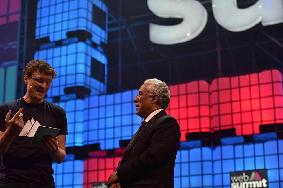 Web Summitin perustaja Paddy Vosgrave (vas.) ja Portugalin pääministeri António Costa Web Summitin avajaisissa 2016.